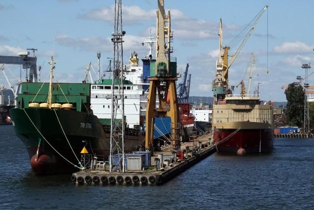 Pływający pod banderą Bahamów chłodniowiec Green Egersund podczas manewrów uderzył w pływający dok w Stoczni Marynarki Wojennej