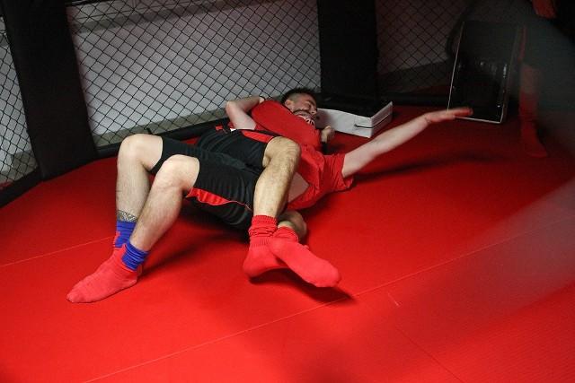 Piłkarze Gryfa trenują MMAPiłkarze Gryfa trenują MMA