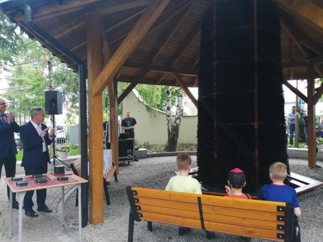 """Koncert """"Otoczeni barwami muzyki"""" w sandomierskim Parku Osiedlowym przy przy tężni solankowej"""