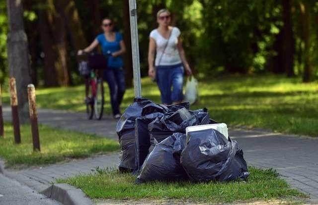 Worki na odpady mogą stać przy ulicach wyłącznie w dniach wyznaczonych przez MPO