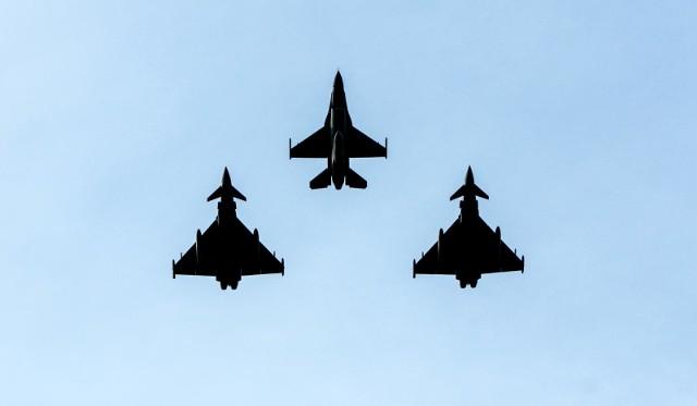 Wojskowe F-16 w polskich siłach powietrznych. Zdjęcie ilustracyjne