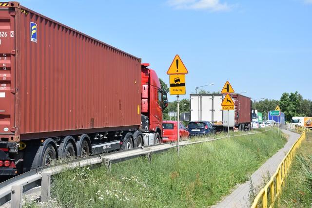 Po długim zastoju budowlańcy pojawili się znowu na budowie odcinka S-5 między Bydgoszczą, a Szubinem. Na innych odcinkach też praca wre