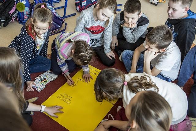 MegaMisja, zajęcia edukacyjne Fundacji Orange