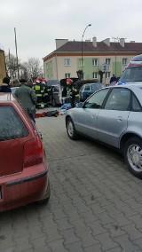 Kraśnik: Pożar samochodu na parkingu, mężczyzna w ciężkim stanie