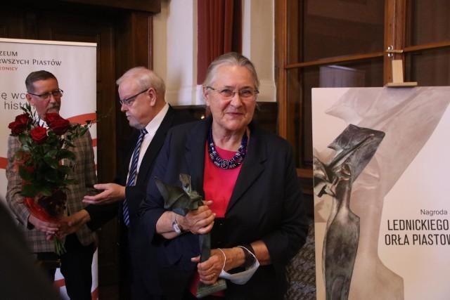 Prof. Hanna Kóčka-Krenz odebrała nagrodę Lednickiego Orła Piastowskiego.