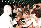 Gorzów. 24 lata temu do Gorzowa przyjechał Jan Paweł II. Dla wielu wiernych był to najważniejszy dzień - zdjęcia Lubuszan z papieżem
