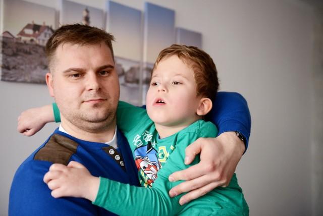 - Wiem, że to dziwnie zabrzmi, ale Wojtek kocha kościół - mówi Piotr, ojciec chłopca.