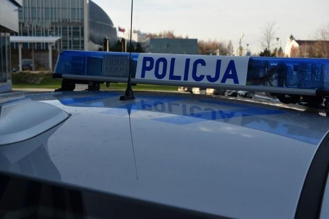 Wczoraj policjanci w Leżajsku zatrzymali do kontroli kierowce volkswagena passata, który przekroczył dozwoloną prędkość. Okazało się, że za kierownicą samochodu siedział nieletni. 16-latek był trzeźwy, ale nie posiadał uprawnień do kierowania pojazdem.