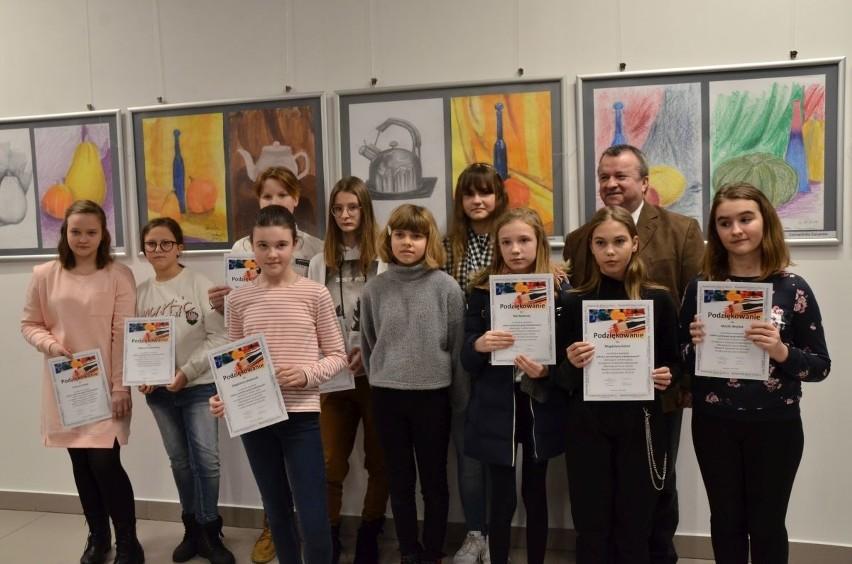 Wystawę szkiców młodzieży z Akademii Szerokich Horyzontów będzie można podziwiać do 5 marca w sali na rogu Kozienickiego Domu Kultury.