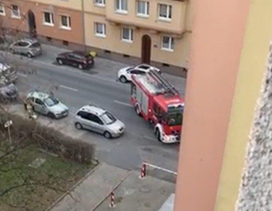 O krok od tragedii w Opolu. Przez zamknięty szlaban mogło spalić się mieszkanie. Zarządca drogi: nie komentujemy sprawy