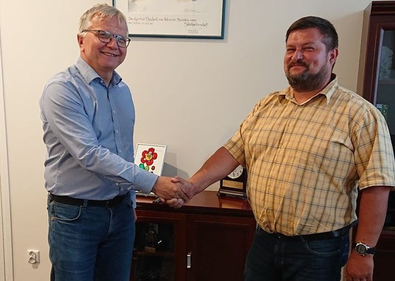 Jarosław Paluch (z prawej) został nowym dyrektorem Kluczborskiego Domu Kultury.