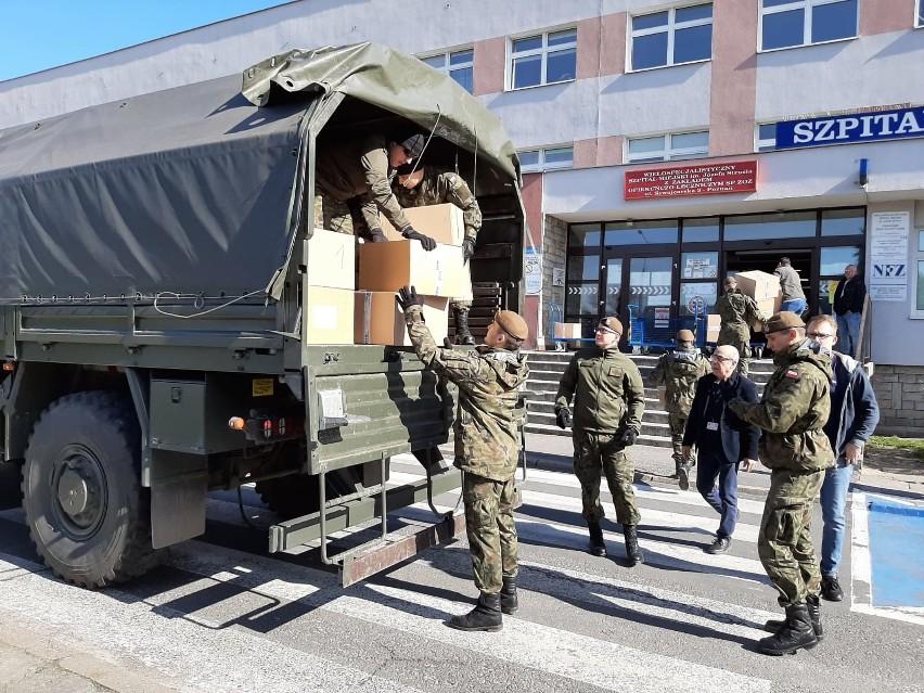 Terytorialsi rozwieźli środki medyczne do szpitali. Zobacz więcej zdjęć ---->