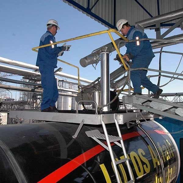 Rafinerii Jasło powstała w 1888 r. W 1996 firma przekształcona została w jednoosobową spółkę Skarbu Państwa. Od 2003 r. zakład należy do Grupy LOTOS S.A., która ma 80,01% akcji Rafinerii Jasło.