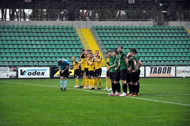 W niedzielę dziewiątego maja Stal Stalowa Wola zagra na wyjeździe mecz grupy czwartej piłkarskiej trzeciej ligi przeciwko Wiśle Sandomierz. Sprawdź nasz przewidywany skład zielono-czarnych na ten pojedynek!
