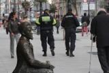 Policja i Straż Miejska mają mniej pieniędzy na patrole. Łodzianie nie czują się bezpiecznie