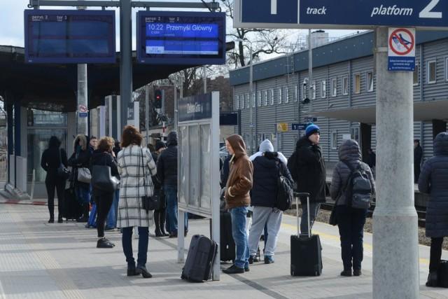 Od 9 grudnia 2018 roku, PKP Intercity będzie uruchamiać ponad 380 pociągów. Zmieni się rozkład jazdy pociągów krajowych i międzynarodowych, będzie też więcej kursów pociągów Pendolino między Warszawą a Krakowem i Trójmiastem.