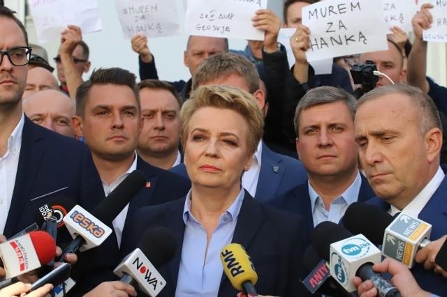 Hanna Zdanowska zaapelowała do swoich zwolenników o zaniechanie jakichkolwiek protestów.