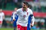 Robert Lewandowski jak Cristiano Ronaldo i Lionel Messi. Kapitan reprezentacji Polski w jedenastce dekady. Kto jeszcze do niej trafił...