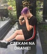 """Młode dziewczyny zrobiły """"sesję"""" na cmentarzu w Łodzi. Biegały po grobach, robiły zdjęcia i chwalą się tym w internecie"""