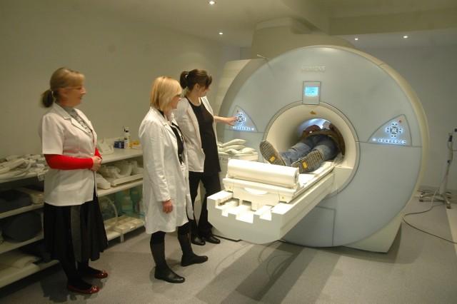Urządzenia do rezonansu większość czasu są nieużywane, bo - jak mówi Zbigniew Szymanowski - szpitale nie mają tylu pieniędzy, aby personel medyczny mógł leczyć częściej pacjentów