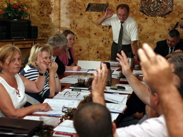 Większość radnych opowiedziała się za nieudzieleniem wójtowi absolutorium za wykonanie ubiegłorocznego budżetu.