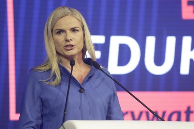 Joannie Schmidt zarzuca się, że w lipcu ubiegłego roku wwiozła w bagażniku samochodu dwie osoby na teren Sejmu.