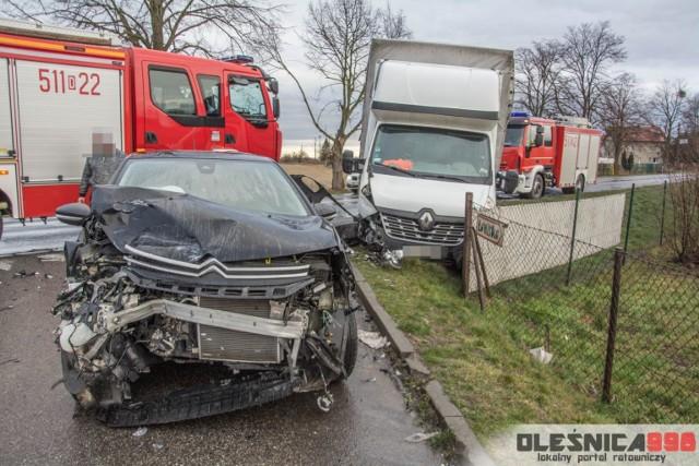 Wypadek na drodze wojewódzkiej łączącej Oleśnicę z S8