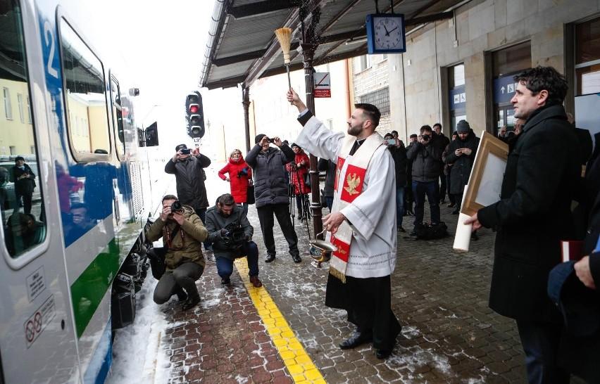 Bydgoska PESA dostarczyła na Podkarpacie 3 pociągi elektryczne Elf 2 [ZDJĘCIA, WIDEO]
