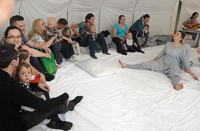 Spektakl w MasceW Masce odbył się spektakl dla dzieci od 6 - m-c do 3 lat