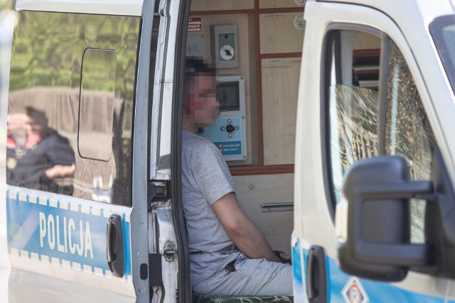 Wypadek na Zgierskiej w Łodzi. Kompletnie pijany rowerzysta z urazem głowy. Policja szuka świadków