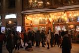 Skoki narciarskie w Zakopanem. Koszmarna noc kibiców na Krupówkach. Interweniuje policja