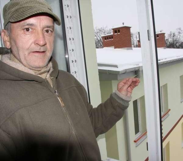 Zbigniew Burczak, administrator przyszłych mieszkań socjalnych: - Budynek ma aż 4 kondygnacje, dwa skrzydła mieszkalne. Mieszkania są głównie jednopokojowe z łazienkami i kuchniami.