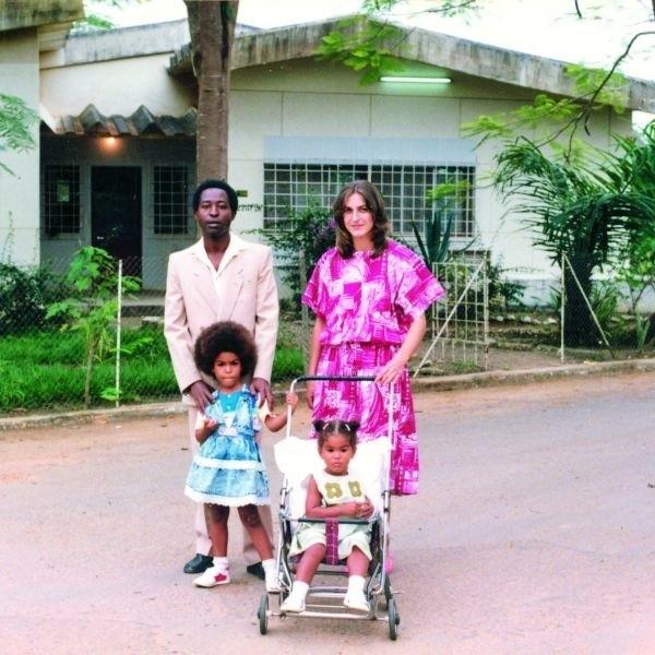 Bożena Komba z mężem Sylwestrem i dziećmi w Kongu, w miejscowości Inga.