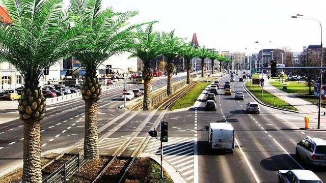 Ósma edycja Wrocławskiego Budżetu Obywatelskiego, w ramach którego mieszkańcy mogą zgłaszać miastu swoje projekty inwestycji (place zabaw, parki, ścieżki rowerowe itp.) wkracza w decydującą fazę, czyli oceny, a później głosowania i wyboru pomysłów. Termin zgłaszania projektów upływa 11 lutego (wtorek). Jak dotąd zgłoszono 279 projektów w tym słynną już palmową aleję na Legnickiej, Wrocławską Niagarę na Gaju, kocią fontannę Miau, czy kolej linową ze Swojczyc na Sępolno. W ramach dotychczasowych edycji WBO zrealizowano 300 projektów, a w realizacji jest kolejne 90. Na wykonanie pomysłów pomysłów mieszkańców w dotychczasowych edycjach przeznaczono w sumie 143 miliony złotych. Ile pieniędzy miasto przeznaczy na każdy pomysłów? Kiedy dowiemy się o wynikach selekcji i jak będzie można głosować? Zasady wyjaśniamy na kolejnych slajdach.