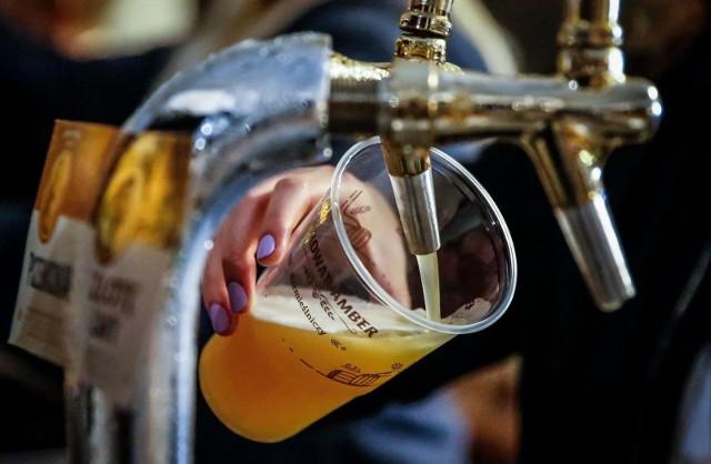 """Związek zwraca uwagę, że skala podwyżki jest """"niespotykana od początku wprowadzenia w Polsce podatku akcyzowego od piwa""""."""