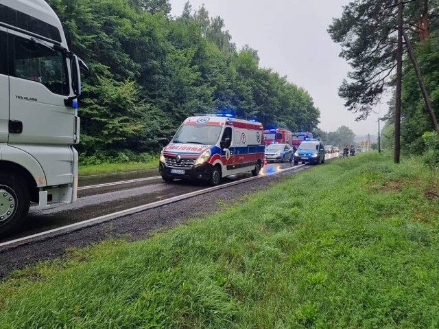 W poniedziałek, 26 lipca, po godz. 7 rano, na ulicy Koneckiej (DK74) w Sulejowie doszło do wypadku. W wyniku zderzenia czterech samochodów, w tym jednego ciężarowego, jedna osoba została ranna. Droga była całkowicie zablokowana.