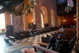 Koronawirus w Poznaniu: Kościoły w niedzielę niemal puste. Na msze przyszli tylko nieliczni [ZDJĘCIA]
