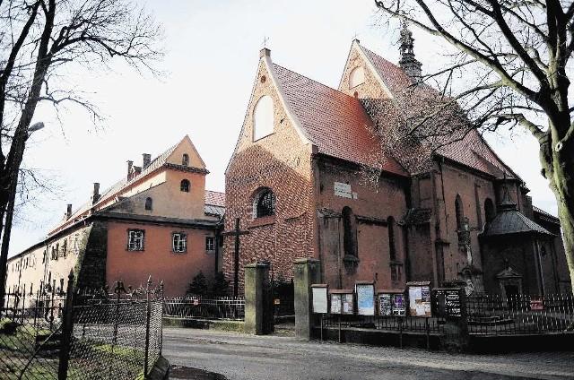 Kościół oraz zabudowania opactwa pw. św. Wojciecha Mniszek Benedyktynek w Staniątkach. Widok od strony północno-wschodniej