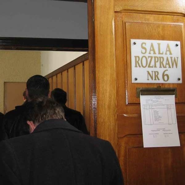 Na ogłoszenie wyroku stawiło się do jarosławskiego sądu siedmiu spośród dwunastu oskarżonych.