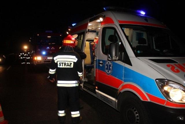 Kierowca bmw spowodował wypadek na DK45 pod Opolem. Cztery osoby zostały ranne.