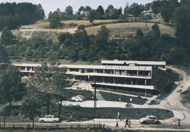 Pokolorowaliśmy archiwalne zdjęcia Ustronia. Zobacz, jak zjawiskowo wyglądała uzdrowiskowa miejscowość.Zobacz kolejne zdjęcia. Przesuwaj zdjęcia w prawo - naciśnij strzałkę lub przycisk NASTĘPNE