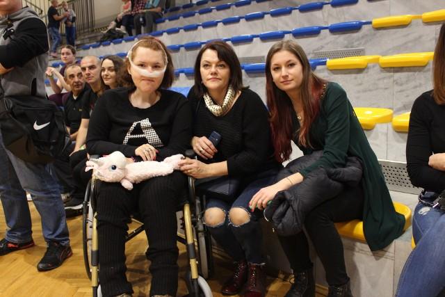 Sylwia Wycisk wraz z mamą Beatą i przyjaciółką Heleną podczas charytatywnego maratonu zumby, który w minioną niedzielę odbył w Libiążu