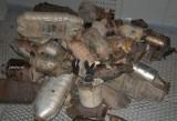 Kradli katalizatory z samochodów w Toruniu. Sąd złagodził wyrok Tomaszowi S.