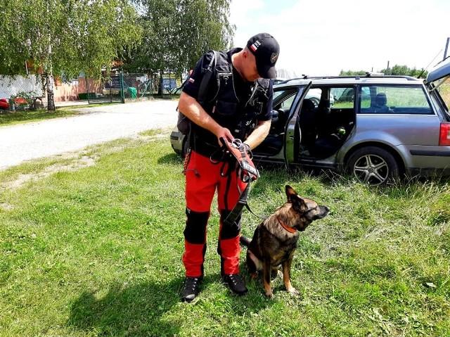 Do poszukiwań zaginionej mieszkanki Zelkowa włączyły się jednostki straży z dwóch gmin Zabierzów i Wielka Wieś oraz Grupa Poszukiwawczo-Ratownicza z psami z Goszczy