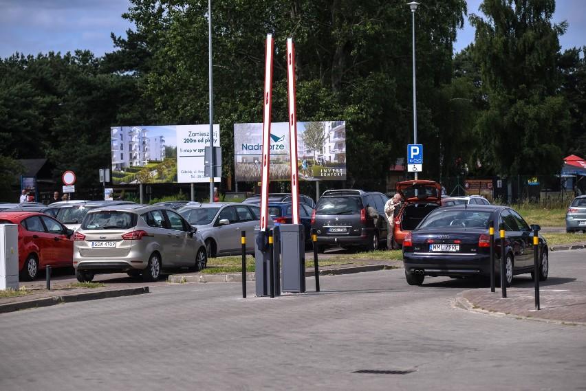 Parking w Gdańsku Brzeźnie przy ul. Czarny Dwór.