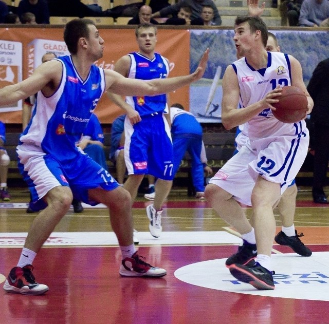 Rafał Rajewicz (z piłką) odchodzi z drużyny Stabill Jezioro Tarnobrzeg.
