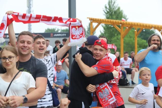 Fani w Strefie Kibica Libero Katowice do końca wierzyli w awans PolakówZobacz kolejne zdjęcia. Przesuwaj zdjęcia w prawo - naciśnij strzałkę lub przycisk NASTĘPNE