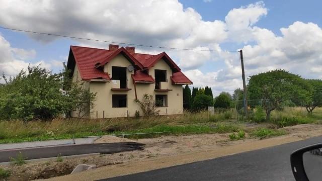 Rozpoczęła się rozbiórka domów w gminie Gózd, to nieruchomości, o który powiększy się radomskie lotnisko.