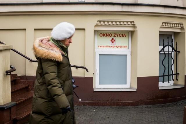 Pierwsze okno życia w Bydgoszczy powstało w  2009 r. przy Klasztorze Mniszek Klarysek od Wieczystej Adoracji . Kolejne zostało otwarte  we wrześniu ubiegłego roku przy ul. Łowickiej 68.