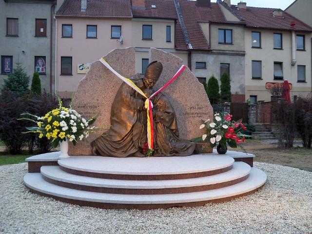 Prudnicki pomnik kardynała Stefana Wyszyńskiego